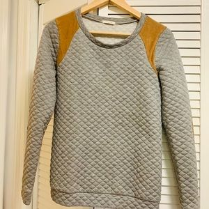 Quilted Gray Sweatshirt w. faux suede patches